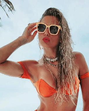 """Clique bronzeado de Lívia Andrade rende chuva de elogios: """"perfeita"""""""