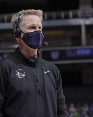 """""""Foi humilhante"""", afirma Kerr após derrota por 53 pontos"""