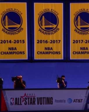 """Curry cobra Warriors """"desconfortável"""" com péssima fase"""