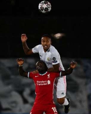 Após derrota, jogadores do Liverpool sofrem com racismo nas redes