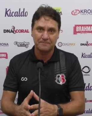 """SANTA CRUZ: João Brigatti revela preocupação com a equipe devido ao calendário apertado: """"Me preocupo em como iremos montar a nossa plataforma de jogo"""""""
