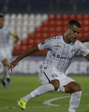Mendes sai na 'bronca' por gol anulado do Grêmio