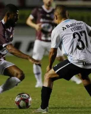 Na estreia de Rafinha, Grêmio fica no empate com o Caxias