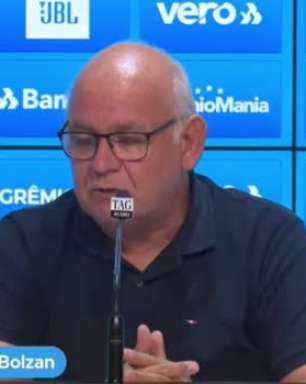 """GRÊMIO: Romildo fala em reformulação no elenco a partir da base e comenta foco após eliminação na Libertadores: """"Visaremos o Brasileiro e a Copa do Brasil"""""""