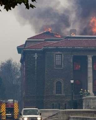 Biblioteca universitária da Cidade do Cabo atingida por incêndio