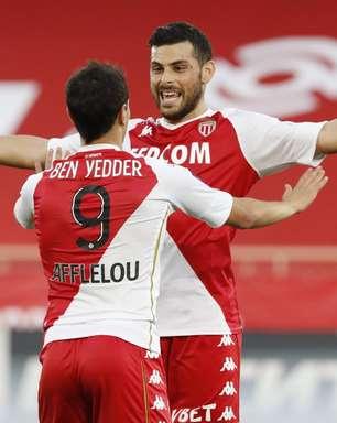 Monaco aproveita expulsão, bate Lyon e avança às semifinais