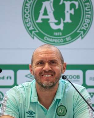 Mozart Santos é apresentado como técnico da Chapecoense