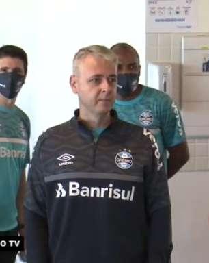 """GRÊMIO: Bastidores revelam primeira conversa de Tiago Nunes com o grupo de jogadores: """"Vamos dar continuidade ao trabalho vencedor que vinha sendo feito antes"""""""
