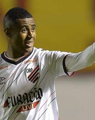 Erick celebra estreia vitoriosa do Athletico na Sul-Americana: 'Melhor impossível'