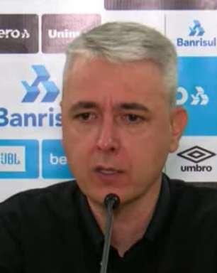 """GRÊMIO: Tiago Nunes confessa gostar do futebol de Matheus Henrique e vê possibilidade de usar o Rafinha como meia direita: """"Já jogou assim em outras equipes"""""""