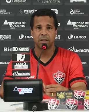 VITÓRIA: Rodrigo Chagas prevê melhora no rendimento da equipe por disputar apenas o Estadual e cita lesões como fator a ser superado