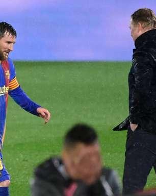 'Na minha opinião, Messi deveria encerrar a carreira no Barcelona', diz Koeman sobre futuro do argentino