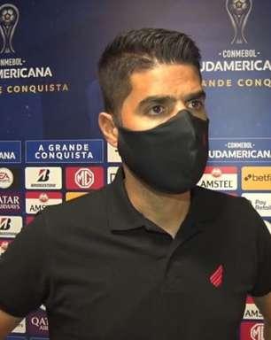 Treinador do Athletico-PR entende que equipe 'cumpriu obrigação' com vitória na Sul-Americana