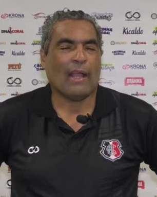 """SANTA CRUZ: Roberto de Jesus revela trabalho psicológico com os jogadores: """"Eles deram um gás a mais"""""""
