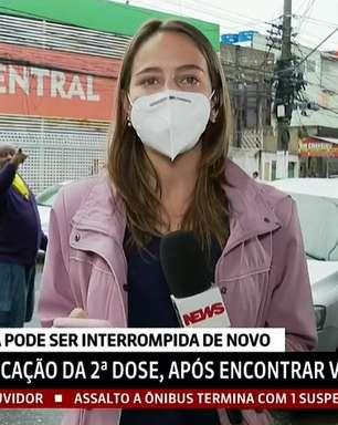 Repórter ignora gritos de homem contra a Globo ao vivo