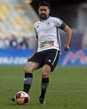 Com trauma no tornozelo direito, Ricardinho desfalca Botafogo contra o Nova Iguaçu
