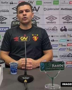 """SPORT: Umberto Louzer parabeniza Mailson por mais um jogo sem tomar gols: """"Foi muito feliz em sua partida"""""""