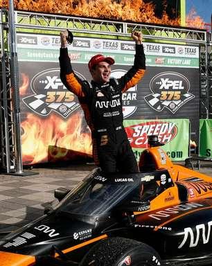 """O'Ward celebra primeira vitória na Indy após """"corrida longa"""" no Texas: """"Finalmente"""""""