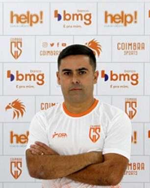 Coimbra já pensa em 2022 e anuncia Cícero Júnior como novo técnico