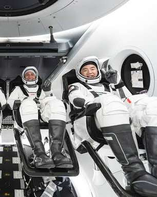 Astronautas aterrissam de volta à Terra durante a madrugada