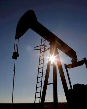 Preços do petróleo fecham quase estáveis apesar de redução nos estoques dos EUA