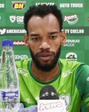 """AMÉRICA-MG: Anderson destaca pontos a serem melhorados para jogo contra o Cruzeiro e defende: """"Se botarmos em prática o nosso trabalho, conseguiremos a vaga pra final"""""""