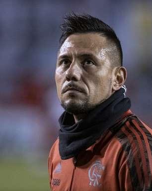 Diego Alves e Renê têm problemas musculares detectados e aumentam lista de desfalques do Flamengo