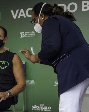 João Doria toma 1ª dose da CoronaVac em São Paulo