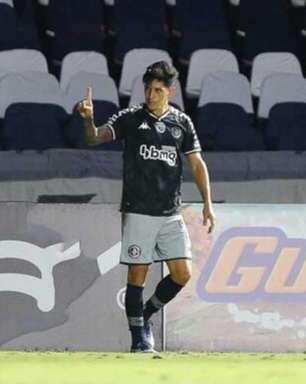 'É um prazer muito grande representar a camisa do Vasco', diz Cano após marcar seu trigésimo gol