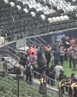 COPA DO NORDESTE: Pancadaria! Jogadores de Ceará e Bahia protagonizam confusão ao final da decisão