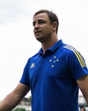 Felipe Conceição vê aprendizado do Cruzeiro no Mineiro e prevê time forte na Série B do Brasileiro