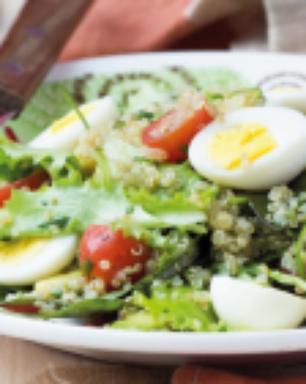 Salada de quinoa e folhas de beterraba