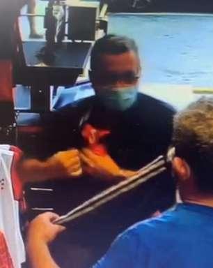 Idosos são flagrados furtando camisa do Flamengo em loja oficial do clube