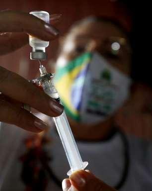 Brasil registra 2.311 mortes por covid; total supera 425 mil