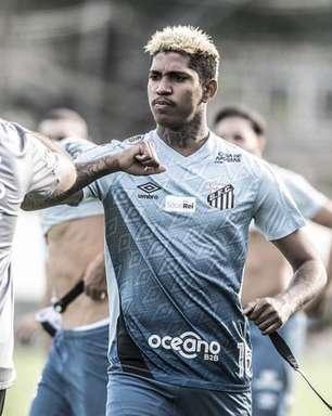 Raniel volta a treinar com elenco do Santos após cirurgias