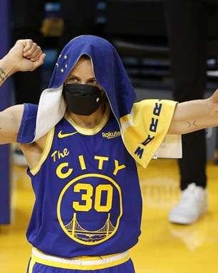 Curry decide, Warriors bate Jazz e garante vaga no play-in
