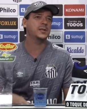 """SANTOS: Diniz comenta discurso inflamado contra o Boca e elogia Kaiky após vitória: """"é algo surpreendente"""""""