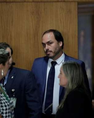 Senador entra com requerimento para convocar Carlos Bolsonaro à CPI da Covid