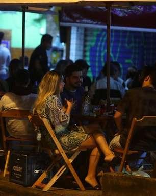 """Brasil repete erro com flexibilização """"irresponsável"""" e arrisca aprofundar crise da Covid"""