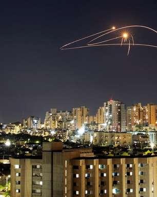 Israel bombardeia Gaza para conter militantes palestinos, mas disparos de foguetes continuam