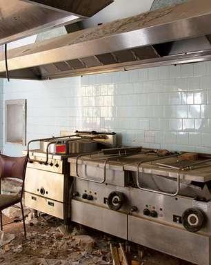 Em dia de fúria, motoboy vandaliza restaurante onde trabalhava