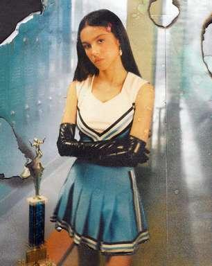 """Olivia Rodrigo pratica """"bela vingança"""" em clipe roqueiro"""