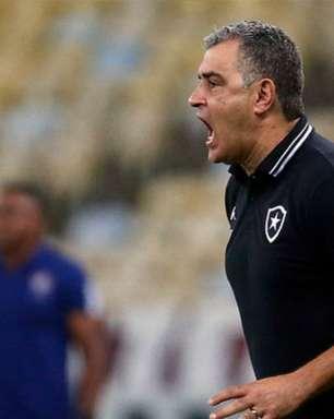 Chamusca fica na bronca com a arbitragem de Botafogo x Vasco: 'Pênalti absurdo no Ronald'