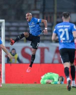 Jô Santos busca marcar mais um gol por meta e projeta última rodada da elite romena