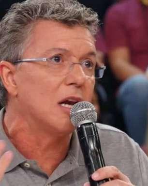 """""""A gente improvisa"""", diz Boninho ao maquiar André Marques"""