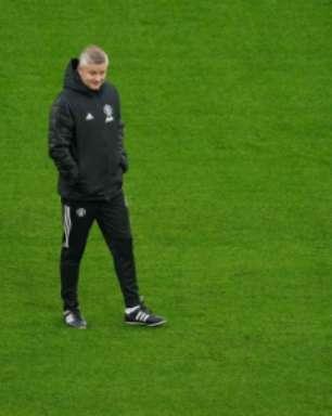Técnico do Manchester United tem cautela com volta de Cavani