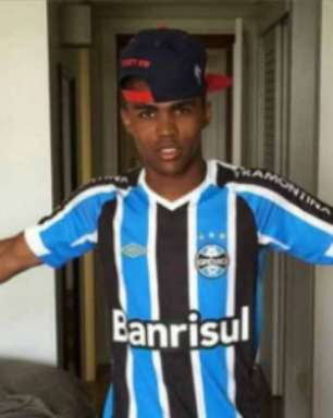 Treinador que 'lançou' Douglas Costa pede calma a torcedor do Grêmio no retorno