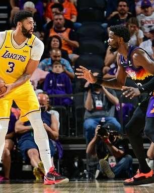 Davis brilha, Lakers vence Suns e vira série
