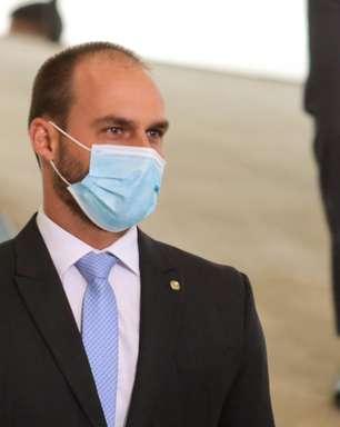 Guardas civis questionam Eduardo Bolsonaro após postagem