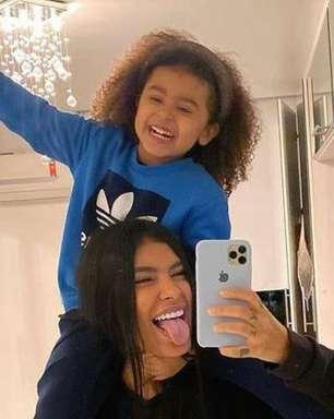 Pocah revela ter tido crises de pânico ao saber que filha sofreu ataque racista